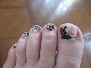 funky toenail art
