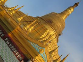 Shwe Maw Daw Temple in the late afternoon sun