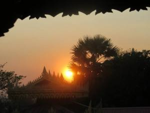 Shwe Maw Daw from Hintha Gon at sunset