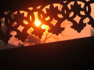 Setting sun through wooden carving - HIntha Gon