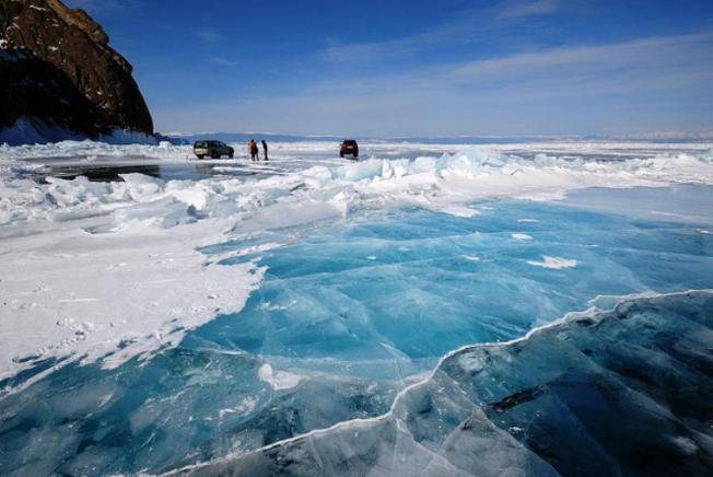 lake-baikal-frozen